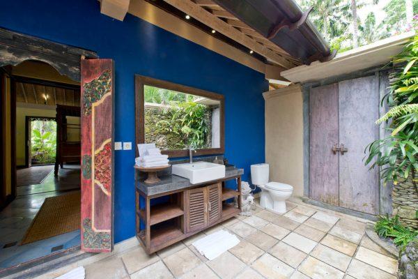 arjuna-bathroom