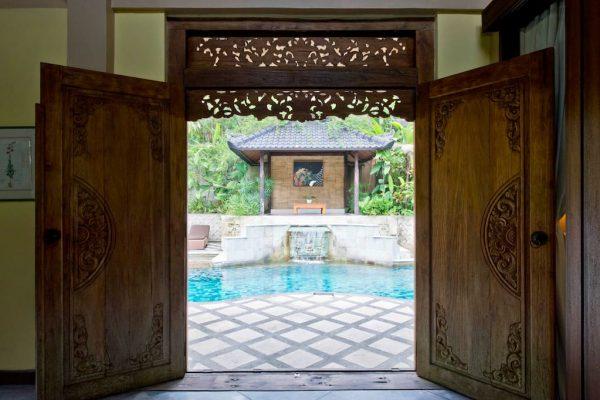 arjuna-looking-outside